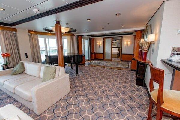 Mariner of the Seas Royal Suite